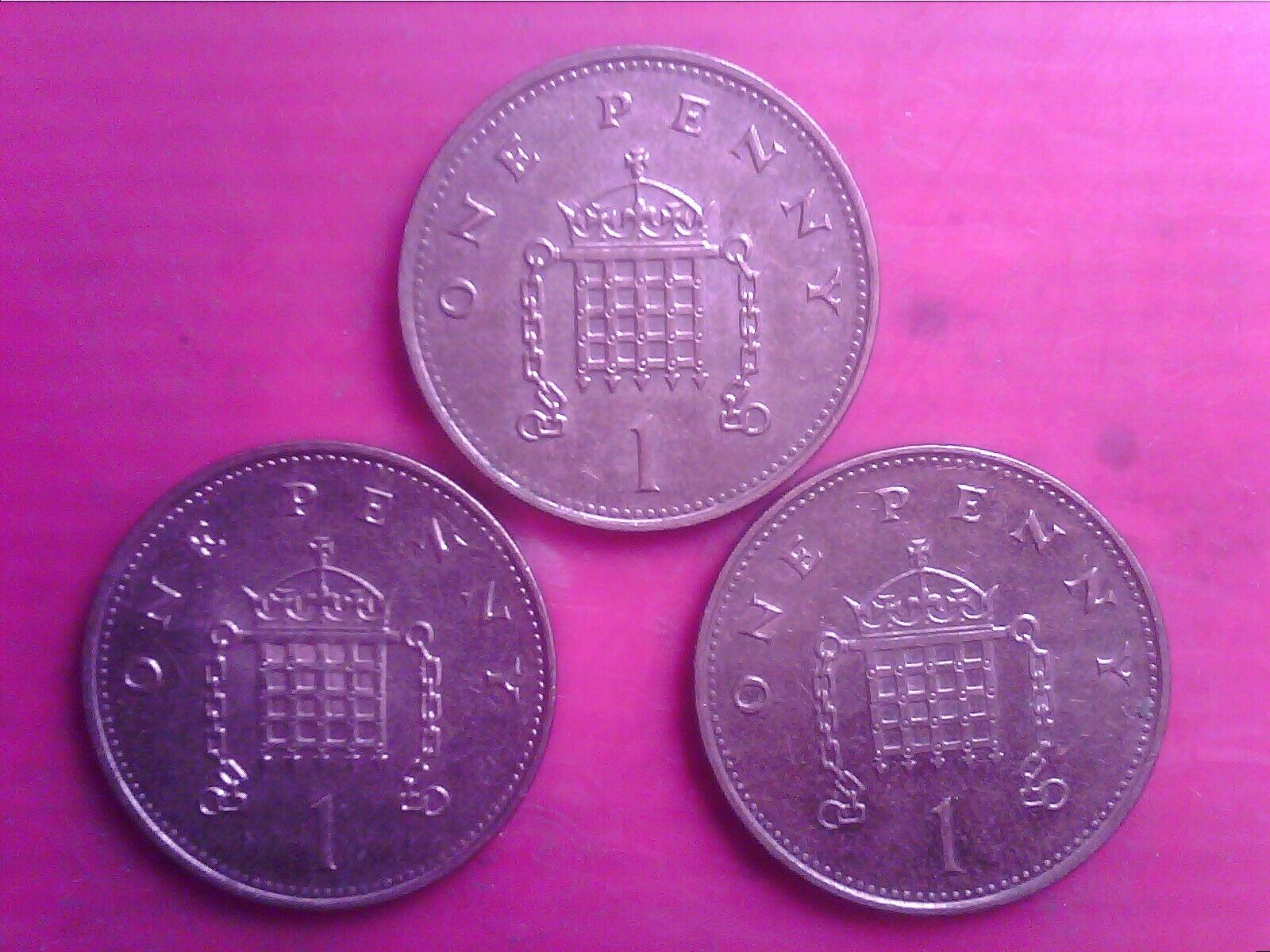 GREAT BRITAIN ONE PENNY 1996 1997 1998 MAY31F - Image 1